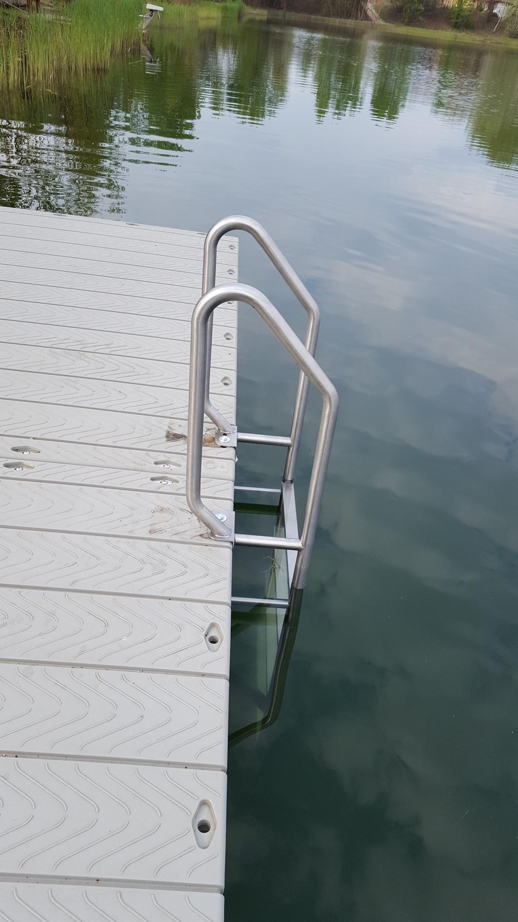 Rozsdamentes medence létra